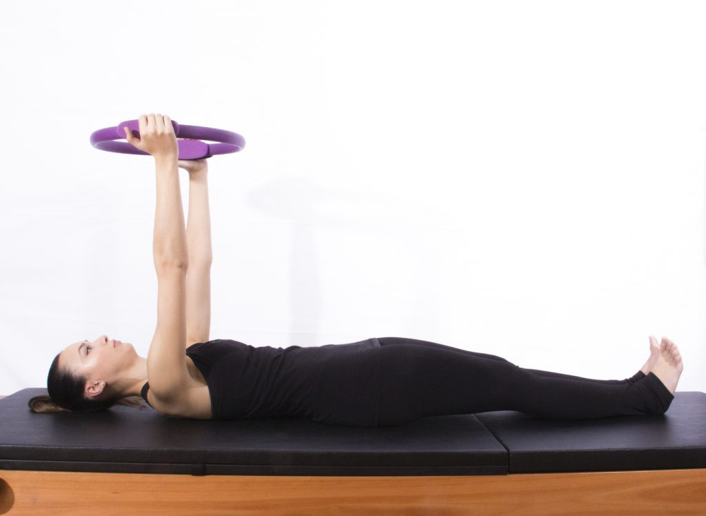 Exercício de pilates magic circle para desordens temporomandibulares