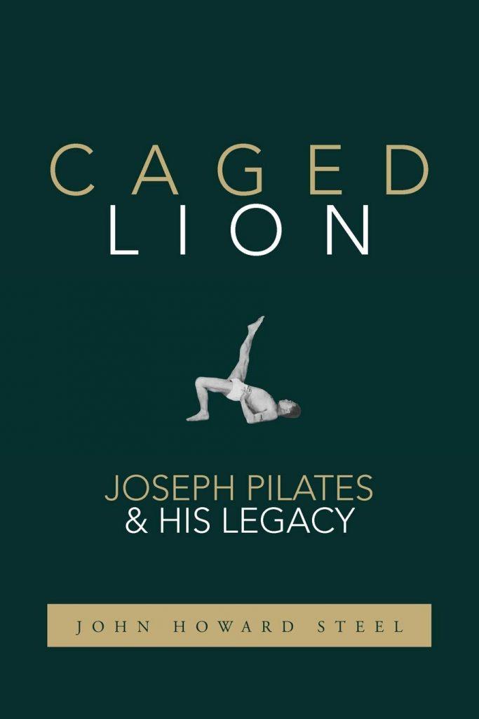 Capa do livro Caged Lion que é uma das 10 dicas de livros de pilates
