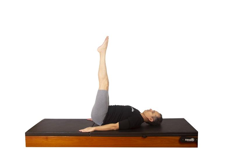 Exercício roll over de pilates, postura 3