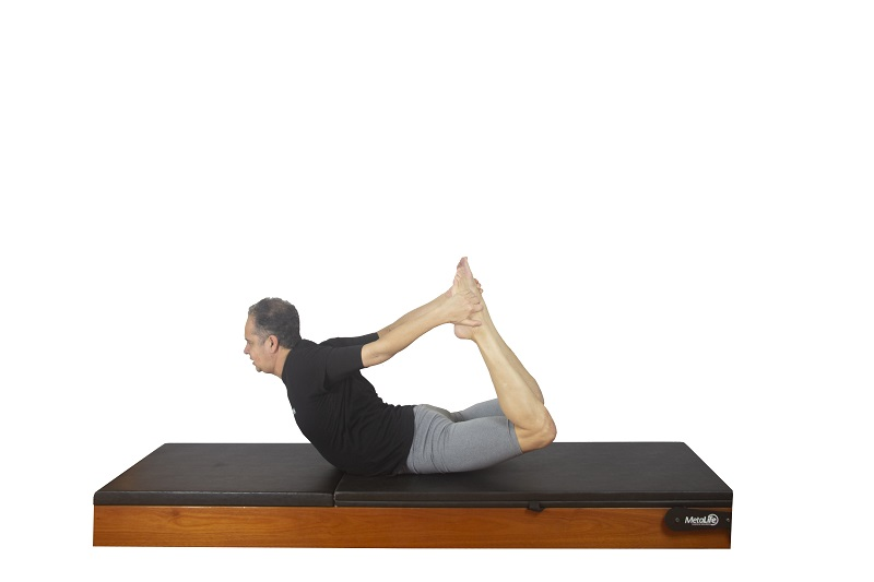 Exercício rocking de pilates, postura 3