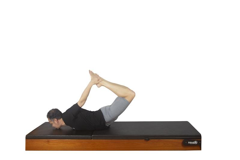 Exercício rocking de pilates, postura 4